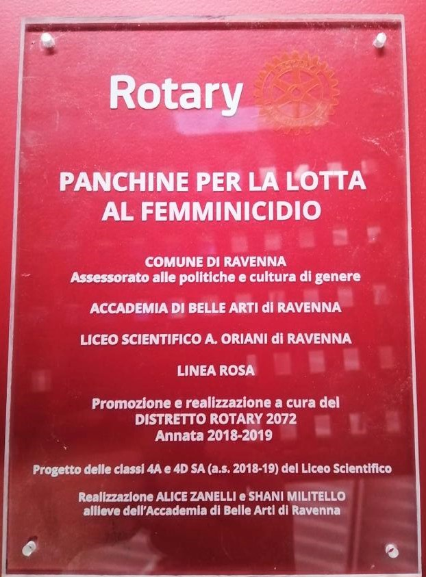 Panchine per la lotta al femminicidio